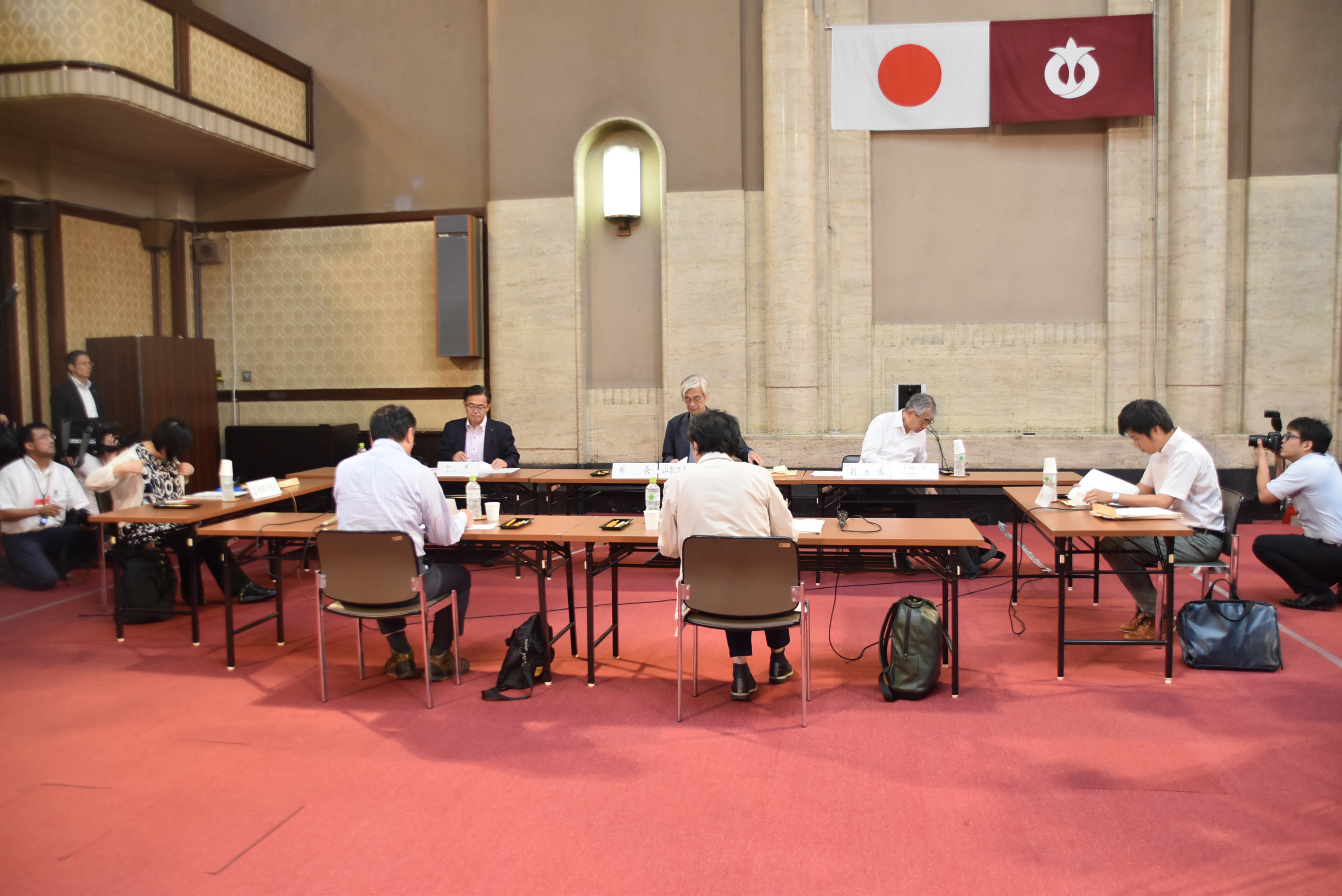 「あいちトリエンナーレのあり方検証委員会」初会合の様子(会場:愛知県庁)