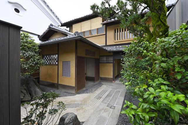 京町家をリノベーションした、住まうように泊まれる宿泊施設「京の温所 西陣別邸」